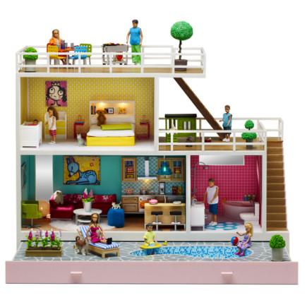 בית בובות עם בריכה