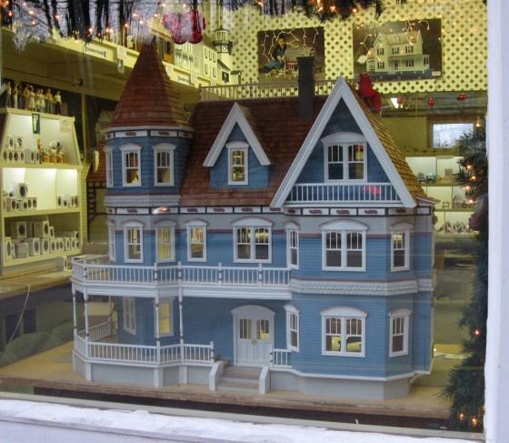 בית בובות יקר